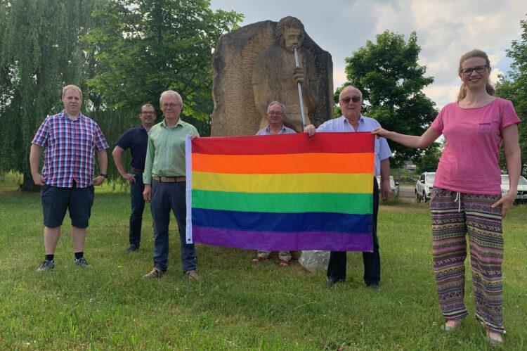 SPD-Fraktion mit Regenbogenflagge